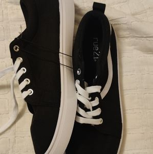 New rue 21 version of vans